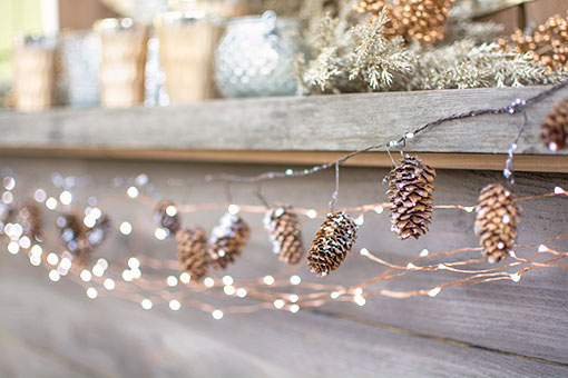 su-gd1195-5ft-glittered-natural-pine-cone-garland-a510
